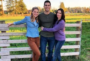 behind the scenes photo of Superman, Lois Lane and Supergirl at Kent Farm
